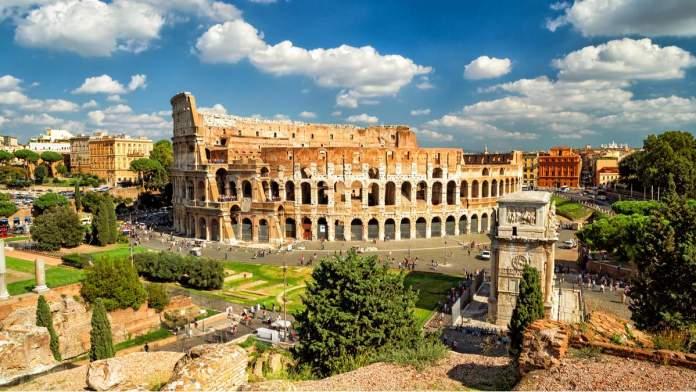 Coliseu é uma das principais atrações de viagem em Roma, Itália.