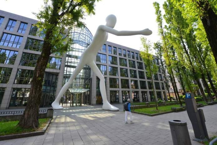 The Walking Man em Munique - Alemanha
