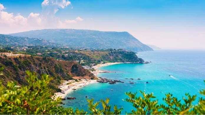 Praia Grotticelle em Capo Vaticano, Calábria, Itália.