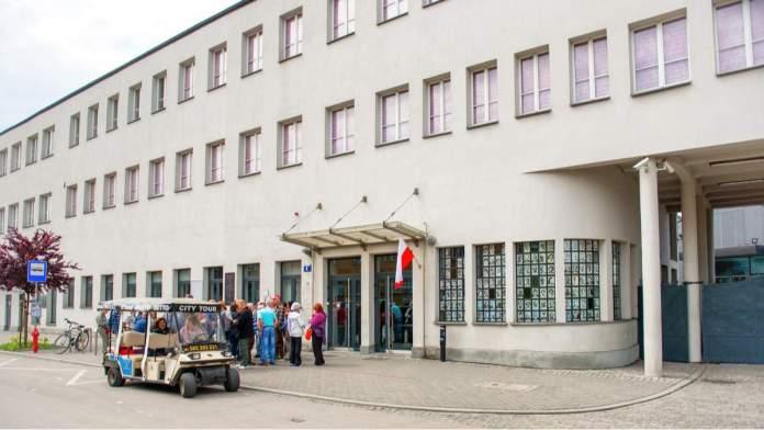 Edifício principal, entrada da fábrica de Oscar Schindler em Cracóvia, Polônia