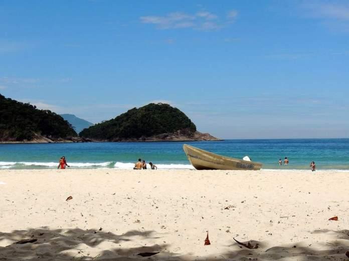 Praia do Caixa d'Aço em Porto Belo - Santa Catarina