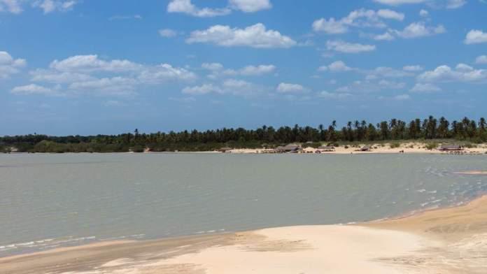 Vista da lagoa e dunas de Tatajuba em Camocim