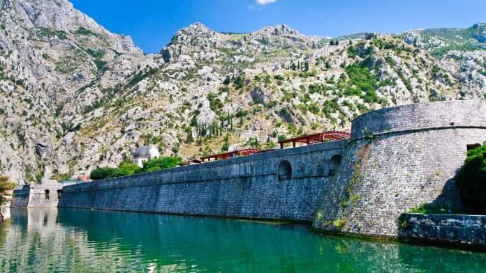 Fortificações da muralha da cidade de Kotor, Montenegro (patrimônio mundial da UNESCO)