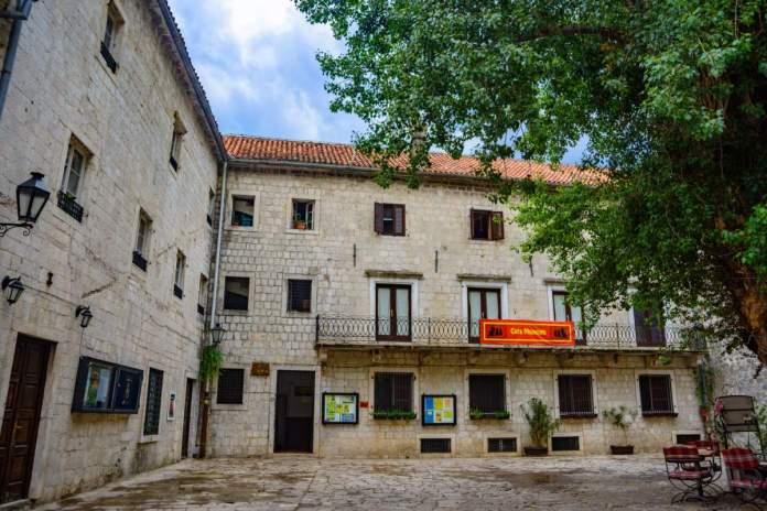 Museu dos gatos em Kotor.