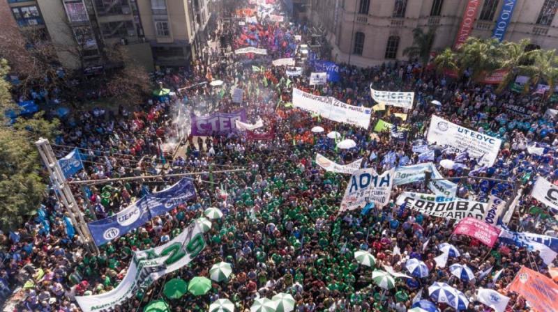 Las tres centrales sindicales movilizan para respaldar a Fernández en la apertura de sesiones