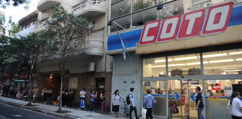 Supermercados pagarán un bono de 5 mil pesos a empleados que trabajen en cuarentena