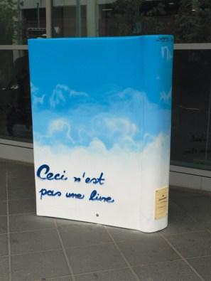 NH Hotel Skulptur Frankfurt Booktown NH-Hotel 2005 Ceci n'est pas une livre …