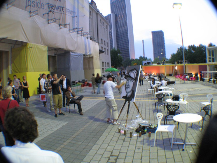 Live Urban Art painting with lectures at pecha kucha night for the DAM Deutsche Architekturmuseum at the fair design annual Frankfurt in order of Jazzunique, 14.06.2007.