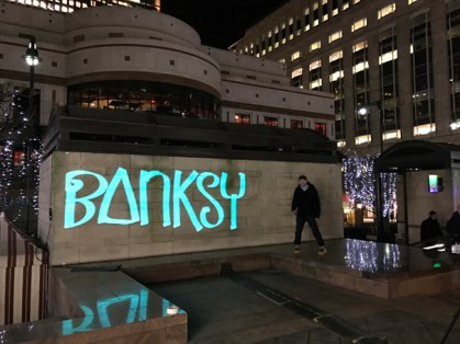 »Bank 2 Banksy 2 Banksystem«Luma Paint Public Light Graffiti as Lightpainting, London Winter Lights, Canary Wharf, 2017