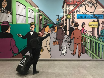 Marcel in front of Hergé, Bruxelles 2017