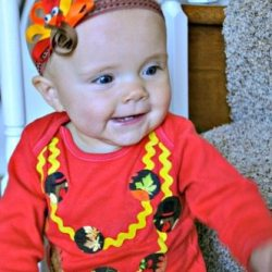 Rick Rack No-Sew Necklace Onesie Tutorial