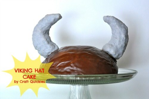 The cutest Viking hat cake ever! And it's so easy! Perfect for a How to Train Your Dragon party! Check out how she made the horns in the tutorial post.