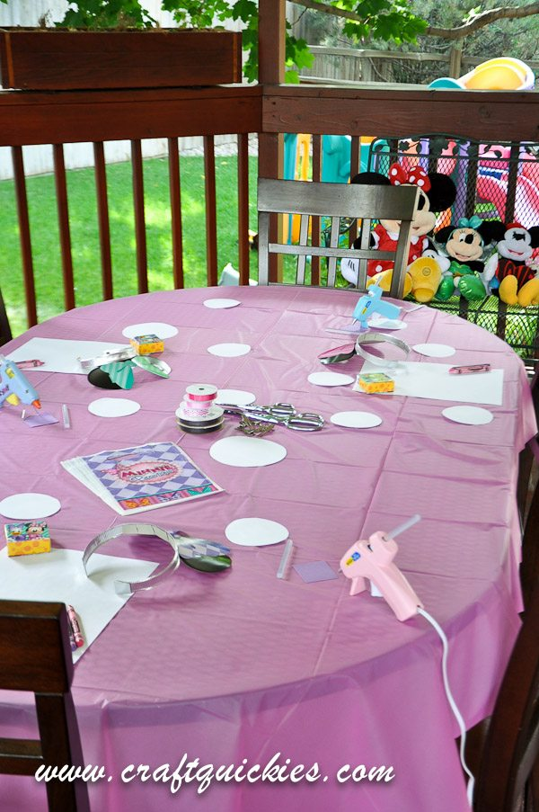 This Minnie Mouse Bowtique Dream Party Celebration is so cute and such a fun idea for moms and girls to enjoy together!