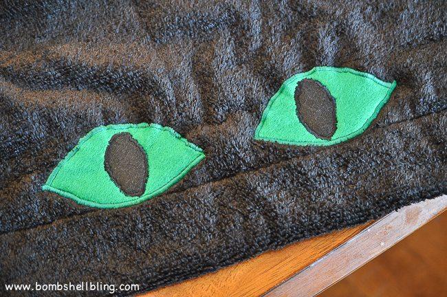 Toothless Hooded Towel-6