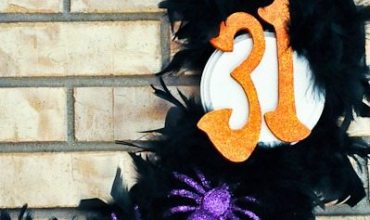 Glamorous Feather Halloween Wreath & Mantel