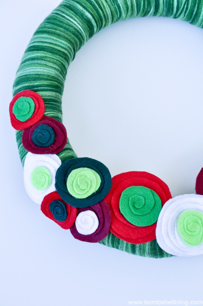 I love this DIY Christmas wreath - and it seems so simple to make!
