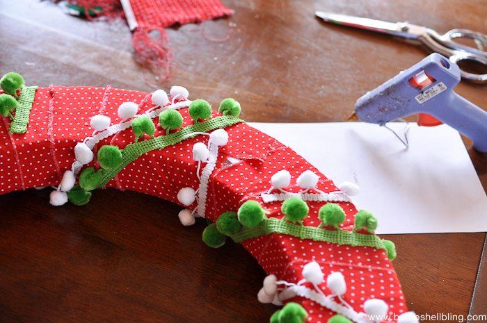 Pom Pom Christmas Wreath-9