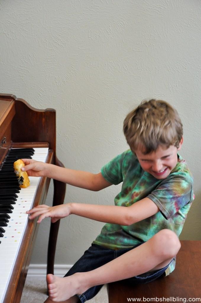 minion ideas boy playing piano with twinkie