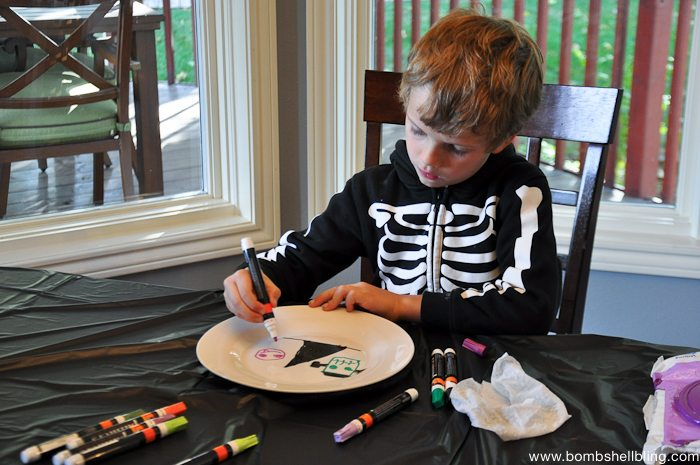 Paint Pen Halloween Plates-1
