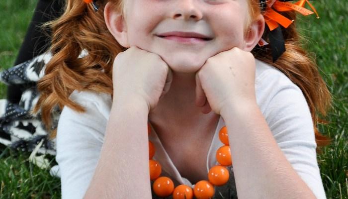 Bubblegum Bead Halloween Necklace Tutorial