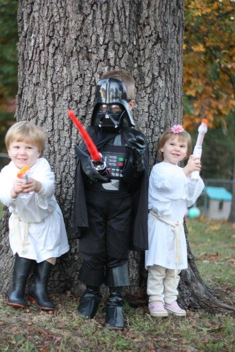 costume-star-wars-nest-of-posies-darth-and-the-twins