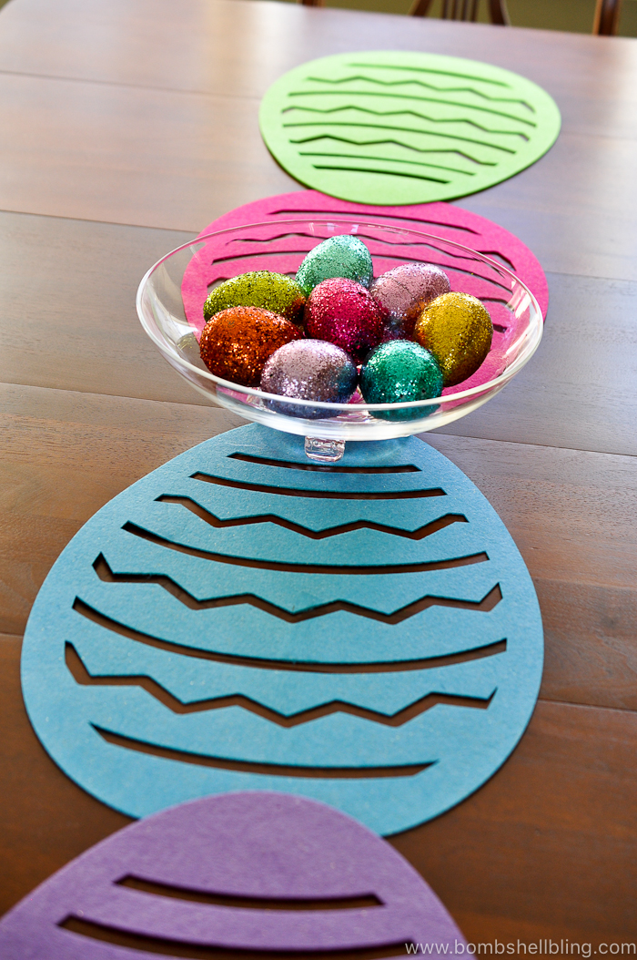 Make this fabulous Easter table runner in less than 5 minutes for less than $5!! SERIOUSLY! No crafty skills needed if you follow this simple tutorial!