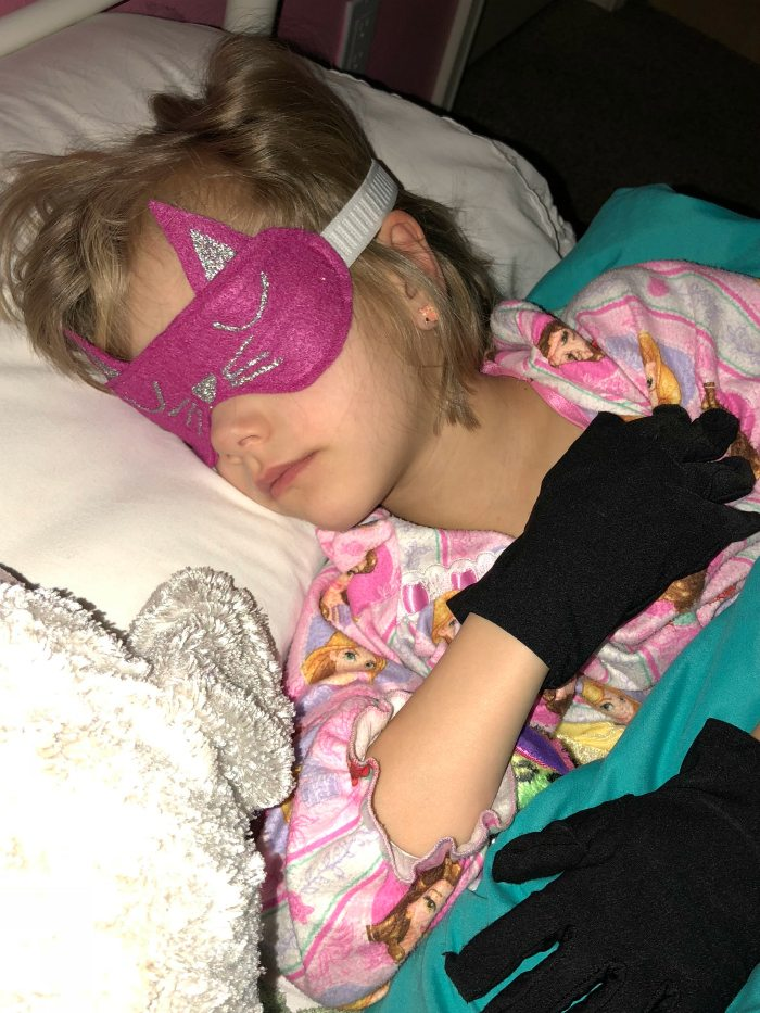 This kitty cat sleep mask is the cutest thing ever!! A perfect gift for a sweet little girl or a fabulous party favor for a slumber party!