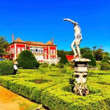 Fronteira Garden gardener and statue