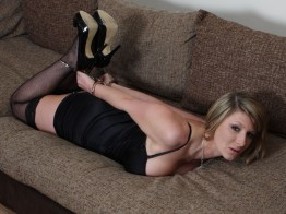 Hot Amateur Girlfriend is handcuffed in the Living Room