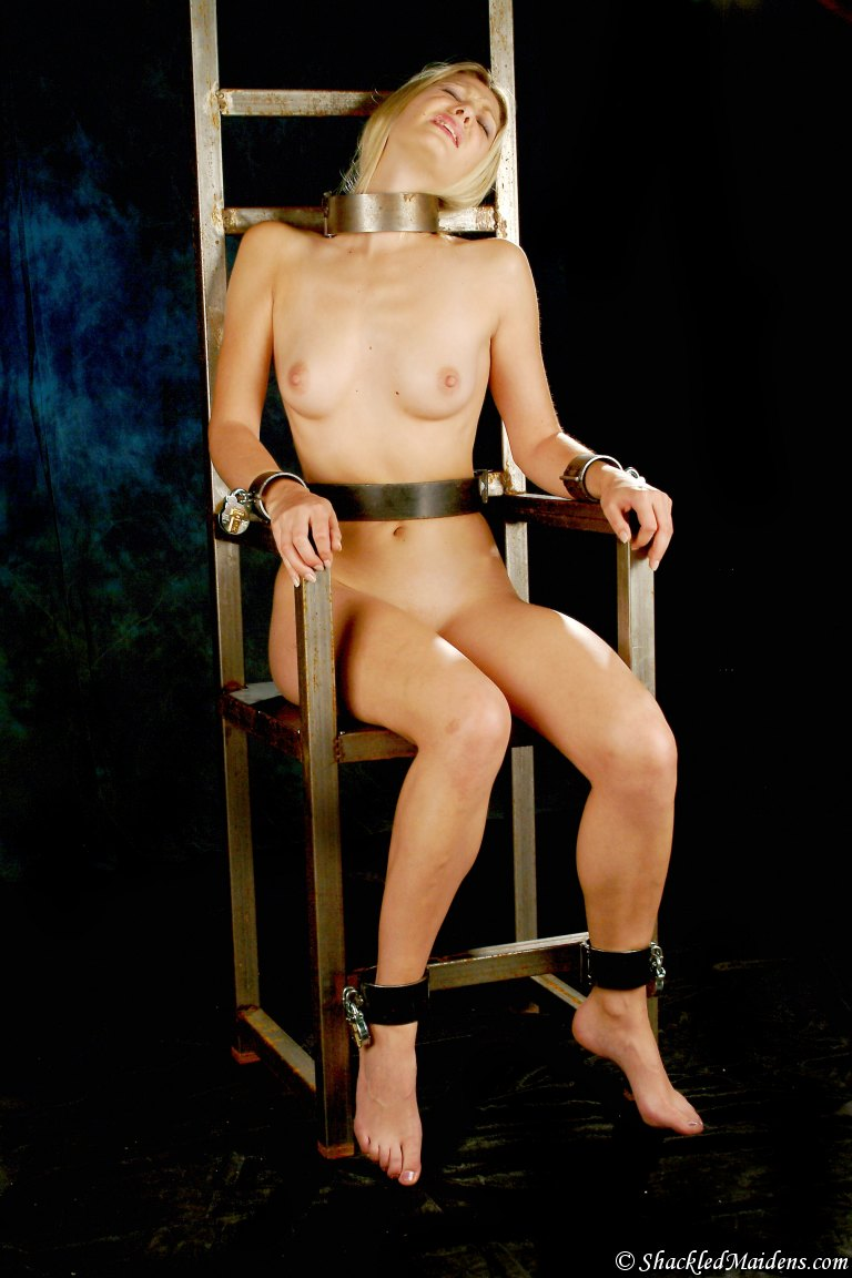 girls-restrained-nude