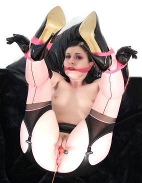 Kinky Slave in Latex and High Heels Gets Bound, Spread and Penetrated
