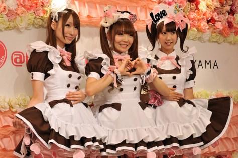 japan-maid-cafe1