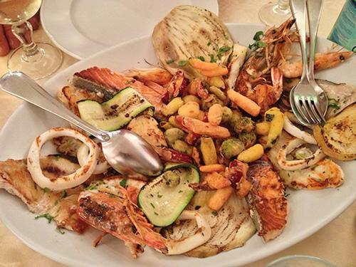 Cibo italiano - Misto pesce con verdure