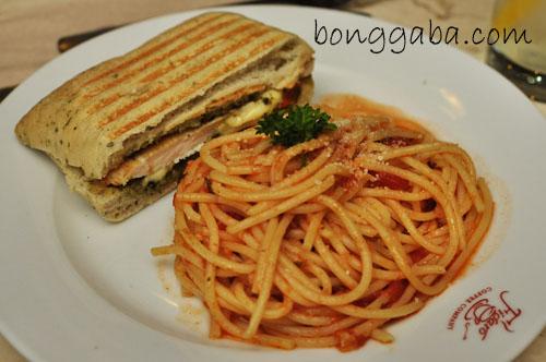 Figaro's Arribiatta Pasta & Grilled Chicken Sandwich