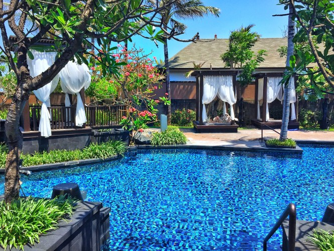 St.Regis Bali lagoon salt water pool