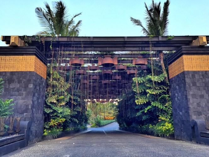 st.regis bali entrance