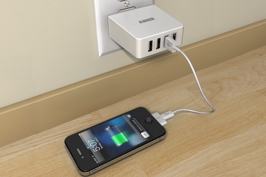 Quad-Port Compact USB Wall Charger (1)