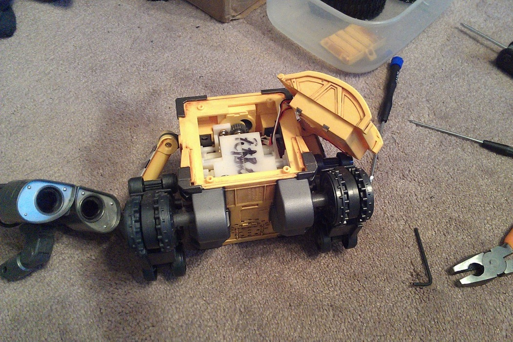 Arduino - Wall-E Robot With Voice Commands (1)