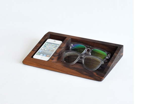 Solid Wood Bushakan Dock Holds iPhone And Glasses