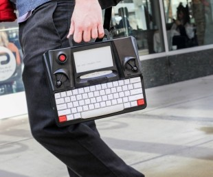 Hemingwrite Digital Typewriter Lets You Write Your Masterpiece (5)