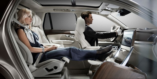 Volvo XC90 is a Mid-size Luxury Crossover SUV (1)