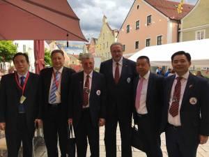 Die Delegationsleitung aus China (Nanjing) mit dem Bönnsche Chinese-Vorstand.