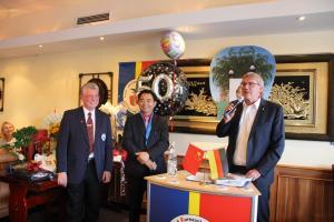 Jin Jian Shu mit dem 1. Vorsitzenden Werner Knauf und Landrat des Rhein-Sieg-Kreises, Sebastian Schuster