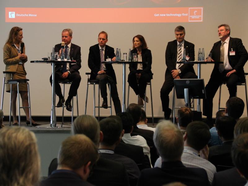 Christine Lötters moderiert digitale MES-Session zur HANNOVER MESSE 2021
