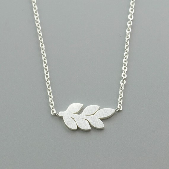 minimalist jewelry laurel leaf necklace sister daughter mother friend wife gift ideas for her bijoux joyeria feuille hoja