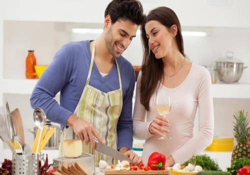 man-cooking-for-a-woman