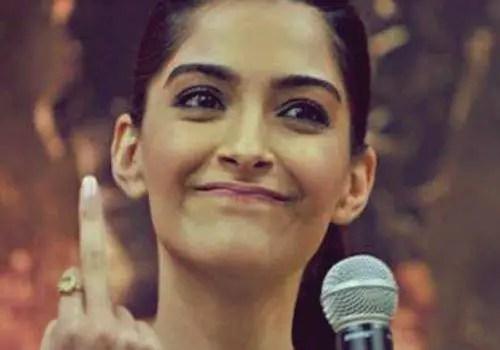 sonam kapoor showing middle finger