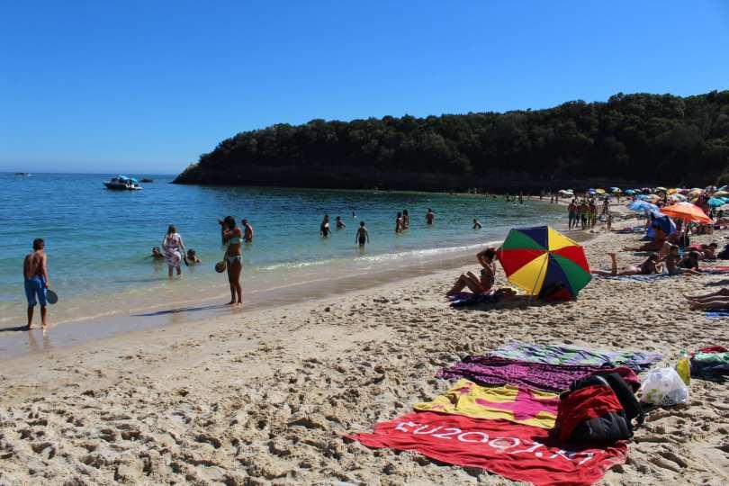 Acredite, a praia de Galapinhos em Setúbal, na Serra da Arrábida foi considerada pelo European Best Destination a melhor praia da Europa em 2017. E claro, eu tinha que passar que por lá para conferir e te contar o que encontrei. E não foi propriamente fácil de encontrar, mas valeu cada segundo.