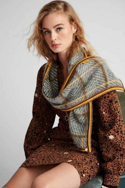 Blocked golden grey shawl Pom Amsterdam