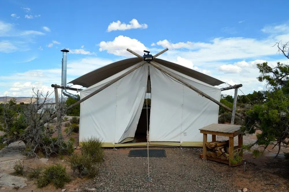 Moab Under Canvas offers a multitude of ways to stay in Moab whether it is in a teepee a Safari tent or the luxury tents that include ensuite bathrooms ... & Glamping at Moab Under Canvas Review - Bon Traveler